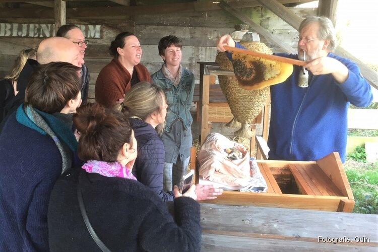 Kom op 5 en 26 mei kennismaken met bijenvolken op biodynamische boerderijen in Flevoland