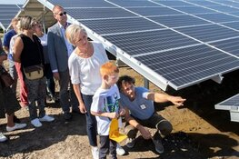 Wethouder Elly van Wageningen geeft startschot open dag Solarvation Lelystad