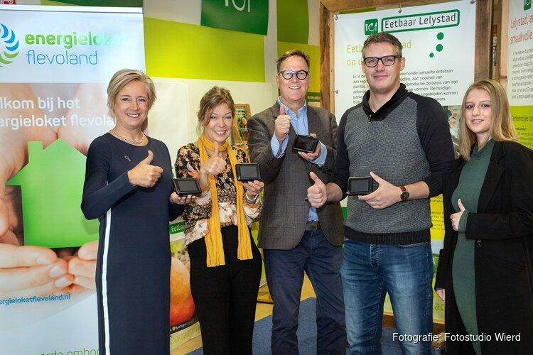 Wethouder van Wageningen ontvangt eerste energiemonitor
