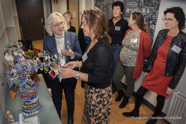 Wethouder Nelly den Os bezoekt 't Hofje in Lelystad