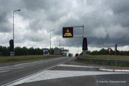 Houtribdijk opnieuw afgesloten voor vrachtwagens en aanhangers vanwege harde wind