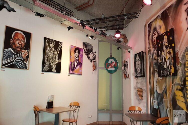 Ernsten exposeert popdoeken in café op 2